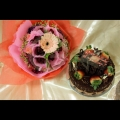 cake with flowers bouquet